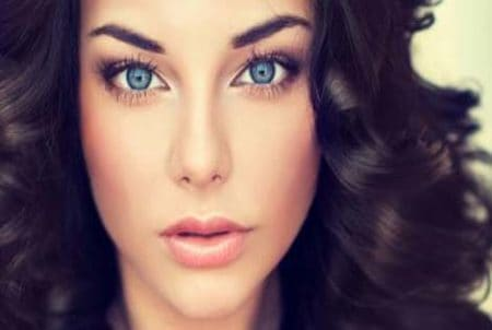 best way to make blue eyes stand out with makeup